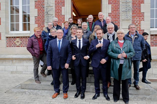 Emmanuel Macron ici à Gasny après le conseil municipal.