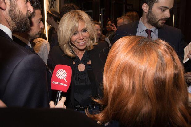 Brigitte Macron, lundi soir au théâtre Antoine.