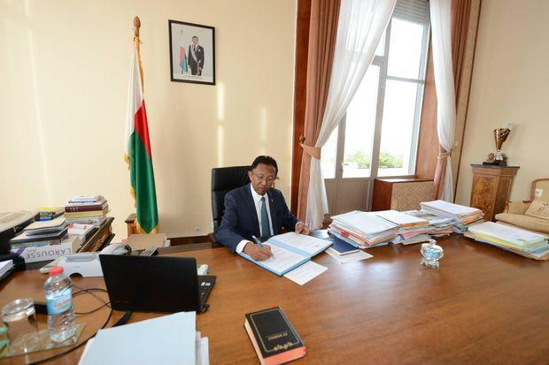 Le président Hery Rajaonarimampianina dans son bureau samedi 19 mai