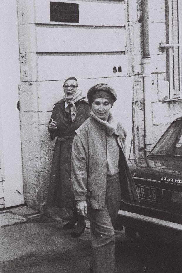 Madame Claude sortant de la maison d'arrêt de Cahors, en mai 1986.