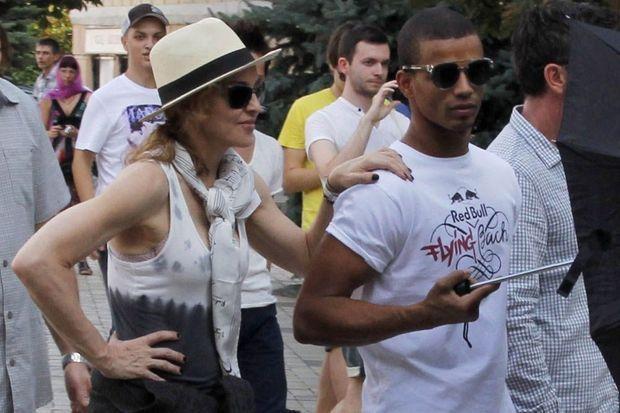 Madonna et Brahim Zaibat à Kiev, en Ukraine, en août 2012.