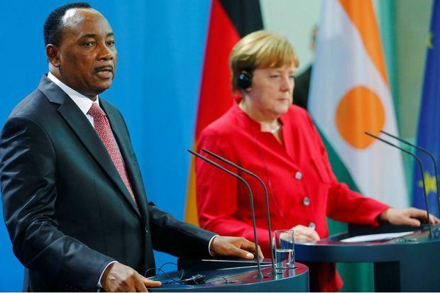 Le 17 juin 2016, le président nigérien est reçu par la chancelière Angela Merkel à Berlin