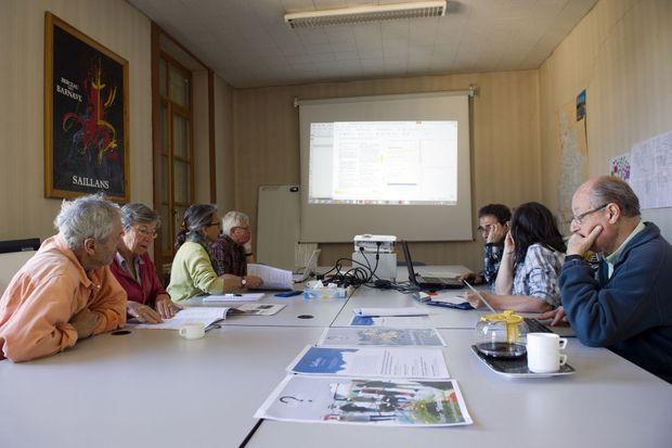 maintenir l'assiduité aux réunions de travail est un défi permanent.