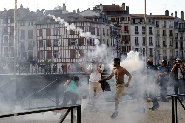 Manifestants anti-G7 à Bayonne, samedi soir.