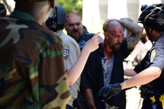 Une rixe avait éclaté entre le groupe néo-nazi Traditionalist Worker Party et les Golden State Skinheads, qui s'étaient donné rendez-vous devant le Capitole de Sacramento, en juin dernier.