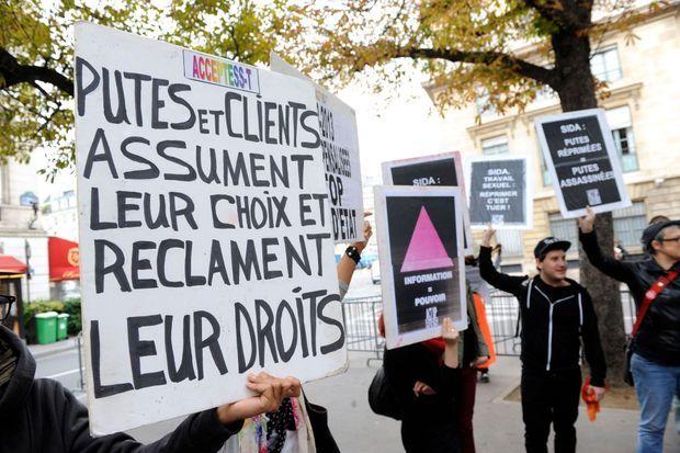 Manifestation du Strass lundi dernier devant l'Assemblée nationale pour dénoncer le rapport de Maud Olivier.