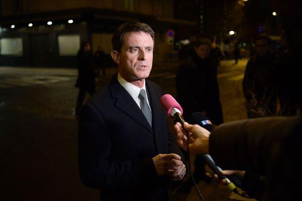 L'ancien Premier ministre, Manuel Valls, lundi soir devant l'Hyper Cacher.