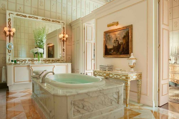 marble-bathroom-four-seasons-hotel-florence-2400x13501