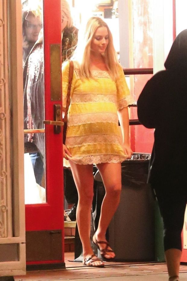 Margot Robbie en femme enceinte, sur le tournage de « Once upon a Time in… Hollywood », en octobre 2018.