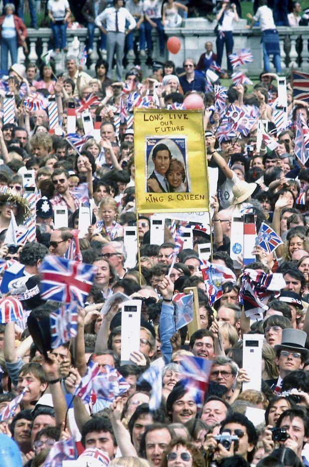 Spectateurs au mariage du prince Charles et de lady Di.
