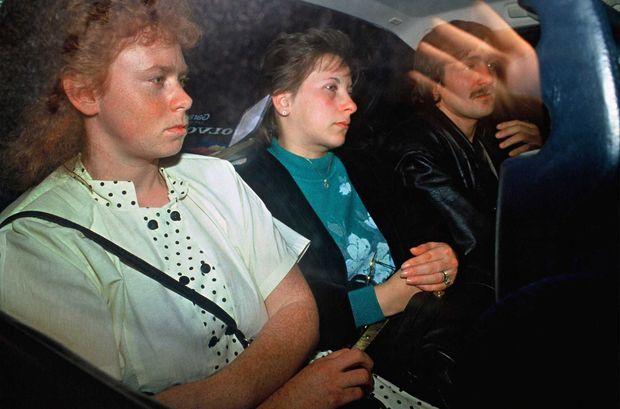 Marie-Ange Laroche et Muriel Bolle à la sortie du tribunal en 1989.