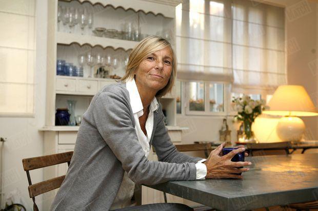 Marielle de Sarnez, alors candidate du MoDem à la mairie de Paris, dans son appartment du XIVe arrondissement de Paris, en octobre 2007.