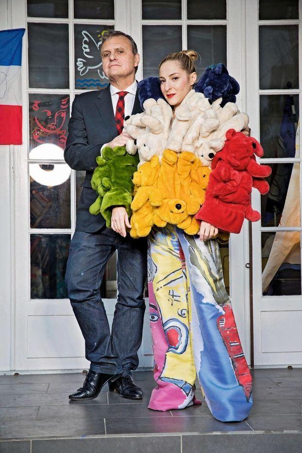 Marilou Berry porte la veste Teddy Bear et le pantalon réalisé avec Jean-Michel Basquiat.