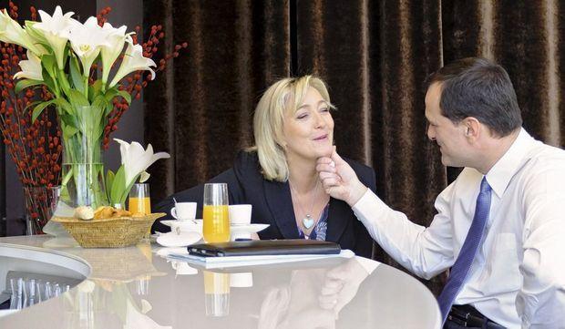 Dimanche 19 février 2012, Marine Le Pen, 43 ans, et son compagnon Louis Aliot, 42 ans, prennent le petit déjeuner dans leur hôtel de Lille où la candidate du FN tient un grand meeting au Palais des congrès.