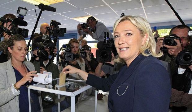 Marine Le Pen Hénin-Beaumont Législatives-