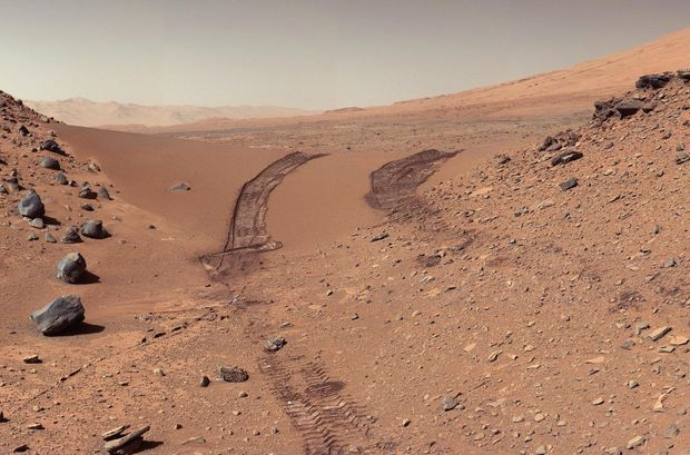Les traces de Curiosity sur Mars.