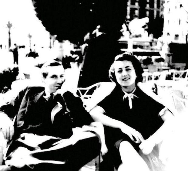 Suzanne Martinez se marie avec Tom Kenny le 15 juillet 1941, sur la terrasse du palace de papa.