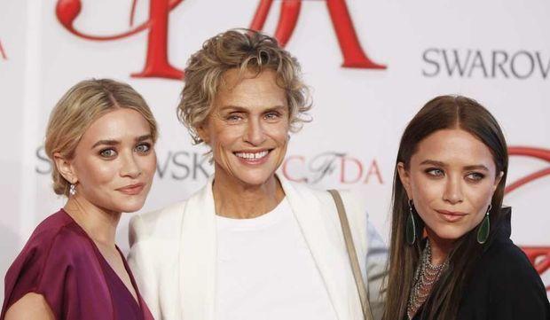 Mary-Kate et Ashley Olsen avec Lauren Hutton-