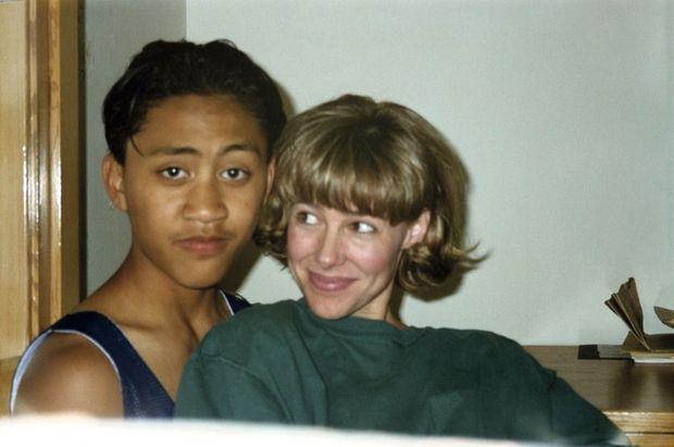 La photo du scandale. Mary Kay Letourneau et Vili Fualaau en 1996, amants clandestins au début de leur relation. Elle a 34 ans, il en a douze. Saisie par la police, cette photo, qui fera la une des journaux, va choquer l'Amérique.