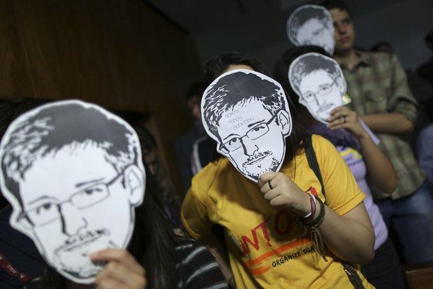 Des partisans d'Edward Snowden étaient présents lors de l'audition de Glenn Greenwald devant le Congrès brésilien, le 6 août dernier.