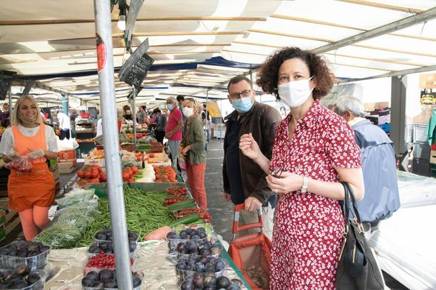 Mathias et Emmanuelle Wargon au marché de Saint-Mandé.