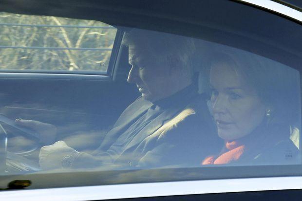 Le roi Philippe et reine Mathilde de Belgique rendent visite le 18 février 2017 à l'ex-reine Paola hospitalisée