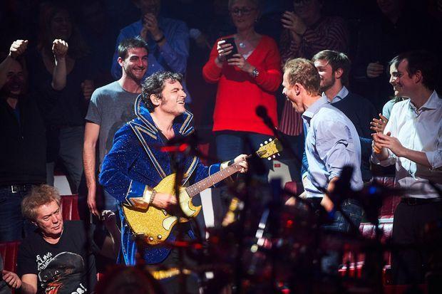 Matthieu Chedid avec sa guitare Gibson SG, vendredi soir.