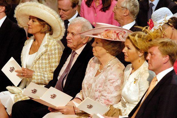 Maria del Carmen et Jorge Zorreguieta avec le reine Beatrix des Pays-Bas, la princesse Maxima et le prince Willem-Alexander lors du baptême de la princesse Catharina-Amalia à La Haye, le 12 juin 2004