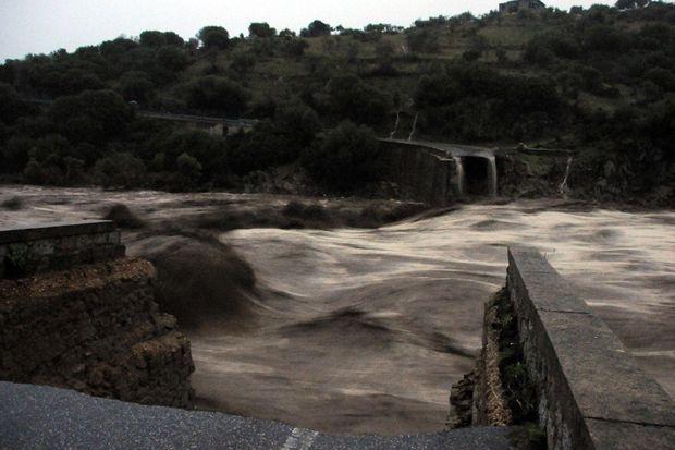 De nombreux ponts se sont effondrés, notamment à Nuoro.
