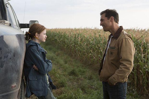 "Mackenzie Foy face à Matthew McConaughey dans ""Interstellar"""
