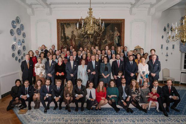L'autre photo de groupe des descendants de la grande-duchesse Charlotte de Luxembourg à Colmar-Berg, le 26 novembre 2019