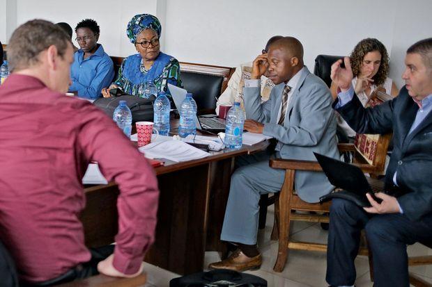 Me Alice Nkom, fondatrice de l'Adefho, avec son équipe