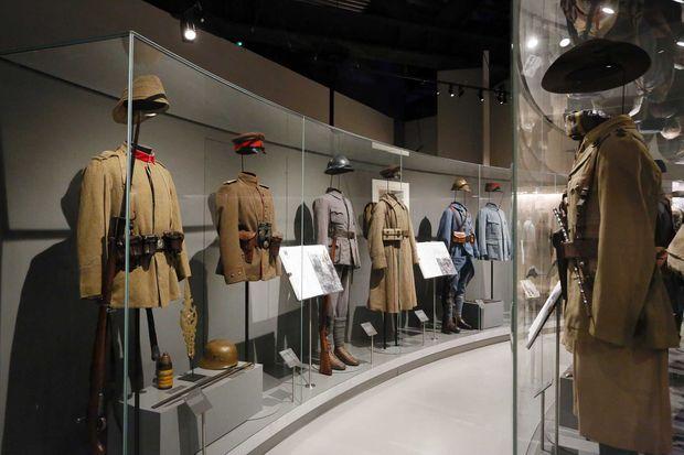Des uniformes de la guerre 14-18 exposés au Musée de la Grande Guerre du pays de Meaux.