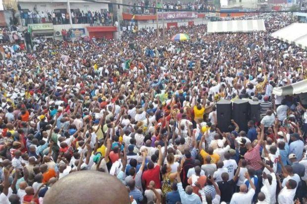 """Meeting de l'opposition """"ralliement des ténors"""" sur le rond-point de Nkembo à Libreville mardi 16 août 2016"""