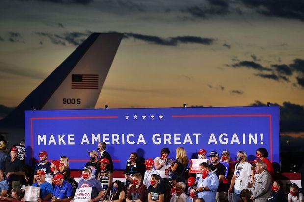 Donald Trump recycle son slogan de 2016, après plus de 3 ans et demi de mandat, comme ici à Londonderry, dans le New Hampshire, vendredi soir.