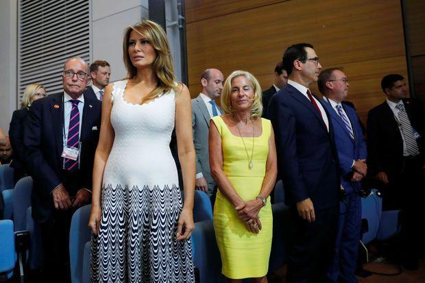 Melania Trump assiste à la conférence de presse commune d'Emmanuel Macron et Donald Trump, lundi après-midi à Biarritz. Plusieurs proches conseillers du président des Etats-Unis sont là.