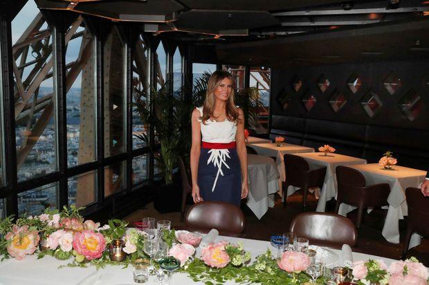 Melania Trump et sa robe en hommage à la France.