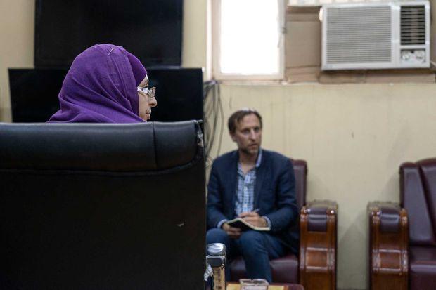 Melina B. dans le bureau de la directrice de la prison pour femmes de Bagdad, le 10 Juillet 2019