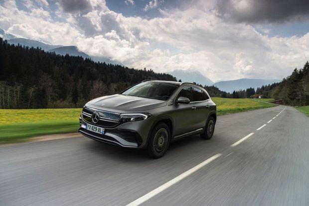 Mercedes lance le compact EQA (4,46m) dans l'arène des SUV 100% électriques.
