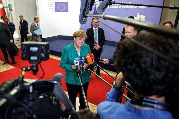 La question migratoire divise l'Europe et fragilise ses leaders. Les désaccords menacent le gouvernement d'Angela Merkel, ici au sommet européen des 28 et 29 juin.