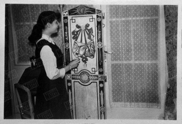 « Elle avait peint chez elle les masques de la Comédie et de la Tragédie. » - Paris Match n°625, 1er avril 1961