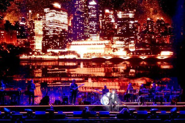 Effets de lumières, mise en scène soignée: Michael Bublé offre un concert à grand spectacle.