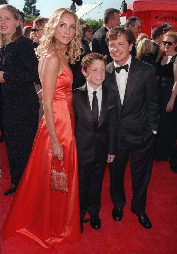 Michael J. Fox, Tracy Pollan et leur fils Sam aux Emmy Awards en 1999.