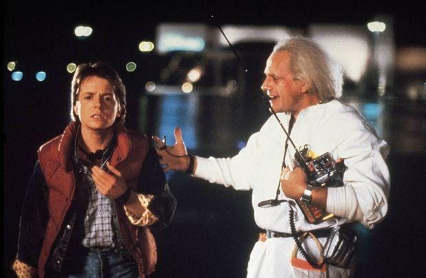Michael J. Fox (Marty McFly) et Christopher Lloyd (Doc Emmett Brown) dans « Retour vers le futur » de Robert Zemeckis en 1985.