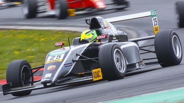 Mick Schumacher au volant de sa monoplace.