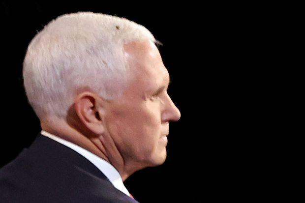 Une mouche s'est posée sur la tête de Mike Pence durant le débat.