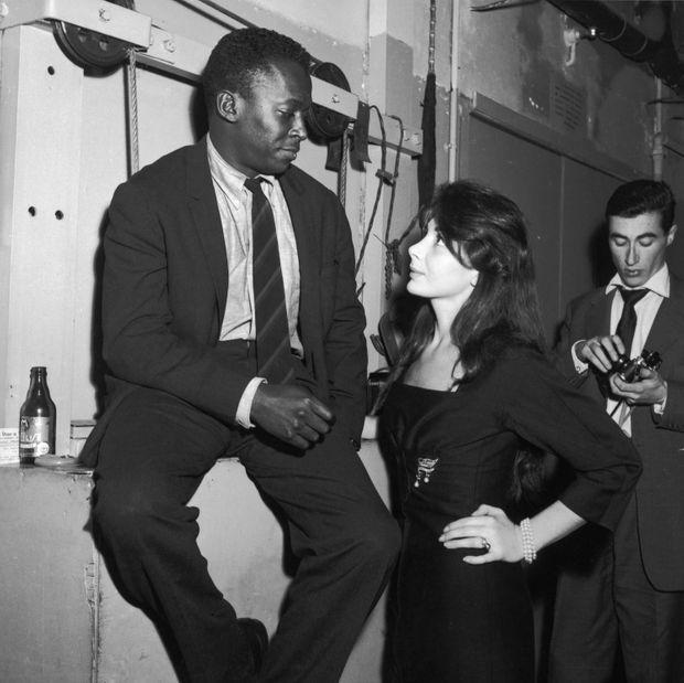 Juliette Greco et Miles Davis à Saint-Germain-des-Prés, en 1958.
