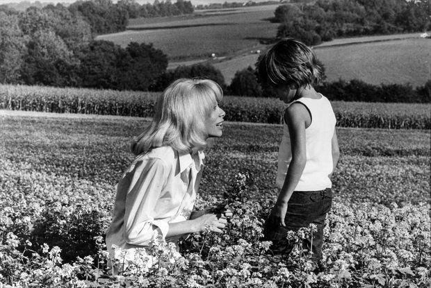 Mireille Darc et Anthony Delon (non datée, fin des années 1960)