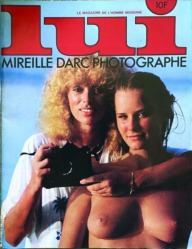 Mireille Darc en couverture de « Lui » en 1987, au côté de son modèle, Torun, 18 ans, mannequin suédois.