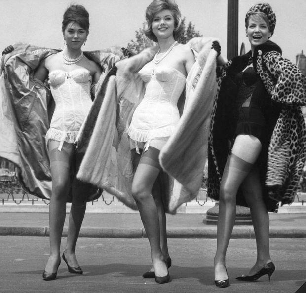 . En 1960, avec Sylva Koscina (au milieu) et Alexandra Stewart dans « Les distractions», de Jacques Dupont. Pour son premier long-métrage au cinéma, elle a un petit rôle aux côtés de Jean-Paul Belmondo et Claude Brasseur, qui tiennent le haut de l'affiche. La même année, « La Grande Bretèche », un téléfilm de Claude Barma, la révèle au grand public.